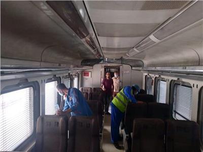 حملة لتعقيم وتطهير قطارات السكة الحديد خلال إجازة العيد