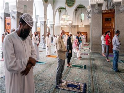 مشاعر الفرح والبهجة تغمر المصلين في مسجد قباء بالسعودية مع عودة الصلاة