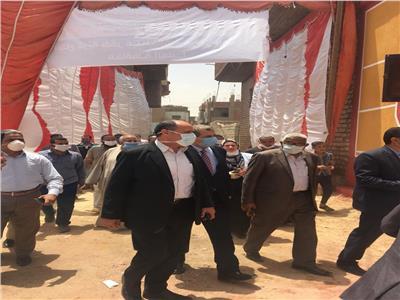 وسط فرحة وسعادة من أهالى قرية كفرعبدالخالق بالعدوة