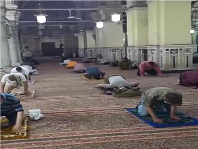 صلاة الظهر الأولى من مسجد السيدة زينب