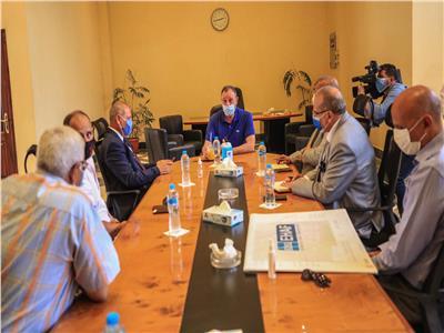 اجتماع الخطيب بوفد محافظة القاهرة