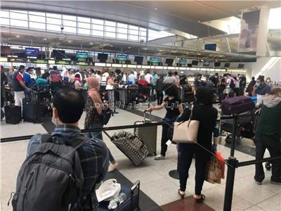 حكايات| على أبواب مطار القاهرة.. عائدون للحياة بعد «حبسة» كورونا