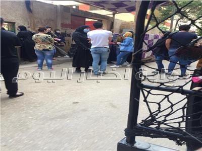 دموع طلاب علمي وأدبي تتصدر مشهد خروجهم من اللجان بعين شمس