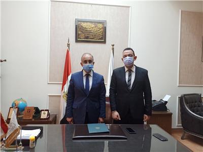 د/ عثمان شعلان رئيس جامعة الزقازيق خلال لقاءه بمحررى اخبار اليوم