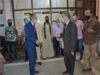 محافظ المنيا يتابع استقبال طلبات التصالح في مخالفات البناء بالمركز التكنولوجي