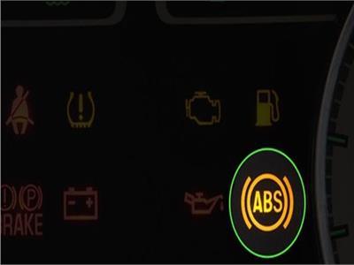 علامة «ABS» في السيارة