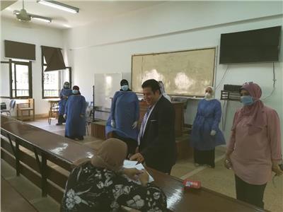 نائب رئيس جامعة الأزهر يتفقد لجان امتحانات الدراسات العليا بفرع البنات