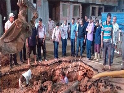 انفجار خط مياه ٨ بوصة وبدء عمليات الاصلاح  بمدينة سوهاج