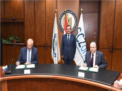 المهندس طارق الملا وزير البترول والثروة المعدنيةو توقيع عقد مشروع توصيل الغاز الطبيعى