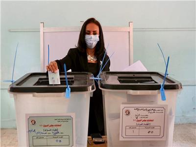 مايا مرسي تدلي بصوتها فى إنتخابات مجلس الشيوخ ٢٠٢٠