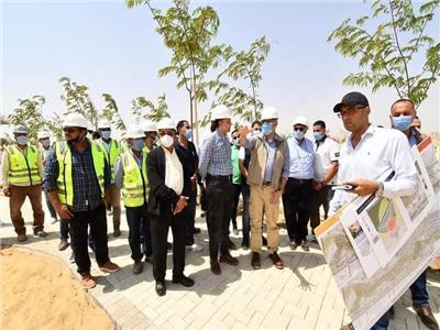 وزير الإسكان يتفقد سير العمل بمشروع الحدائق المركزية بالعاصمة الإدارية
