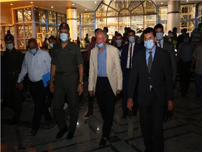 وزير الرياضة خلال تفقده الصالة المغطاة باستاد القاهرة