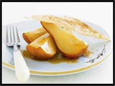 كمثرى وتفاح بالعسل الأبيض والجنزبيل في الفرن