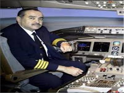 وزير الطيران المدني الطيار محمد منار عنبة