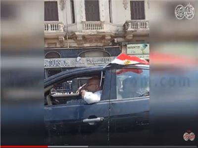 سيارات تجوب الشوارع بأعلام مصر