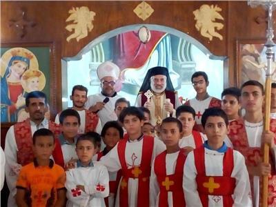 الأنبا باسيليوس يزور كنيسة مار جرجس الأقباط الكاثوليك بنزله خاطر
