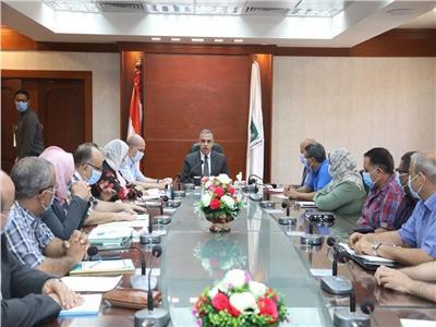 محافظ سوهاج يعقد اجتماعا مع وحدة التنفيذ المحلية لمشروعات برنامج تنمية صعيد مصر