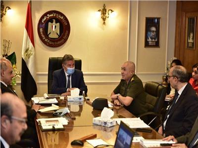 خلال الاجتماع  وزير قطاع الأعمال مع اللواء كرم سالم رئيس الشركة الوطنية للمقاولات