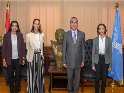 محافظ الإسكندرية مع چانينا ايريرا قنصل عام فرنسا بالإسكندرية