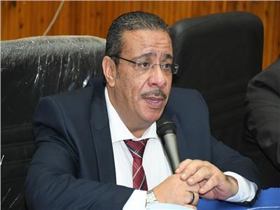 دكتور أحمد زكى رئيس جامعة قناة السويس