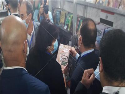 وزيرة الثقافة بمعرض الكتاب بالإسكندرية