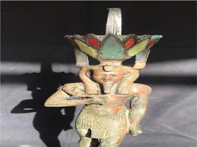 تمثال من البرونز للإله نفرتوم