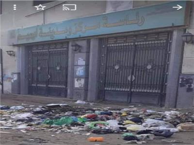 «القمامة» تحاوط رئاسة مركز «أوسيم»