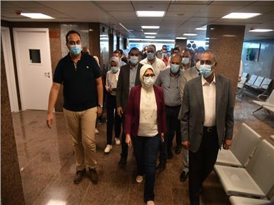وزيرة الصحة خلال تفقد مجمع الإسماعيلية الطبي