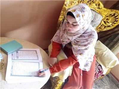 مروة «أسطورة» الصعيد.. ختمت القرآن بأحكامه وكتبت المصحف بخط يدها