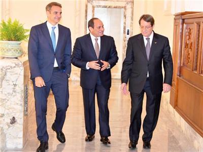 الرئيس المصري والقبرصى واليوناني خلال القمة