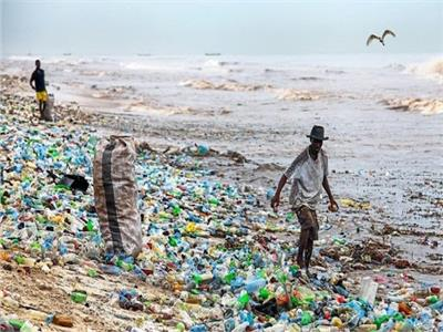عدو البيئة «العائم».. خارطة مصر لحماية شواطئها من البلاستيك