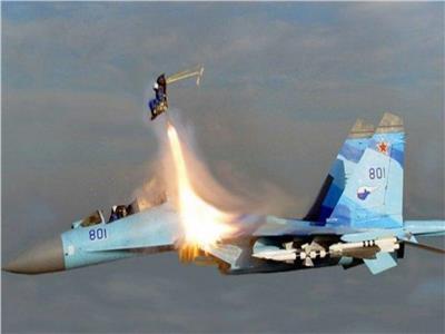 تحطم مقاتلات حربية ونجاة طياريها بإعجوبة