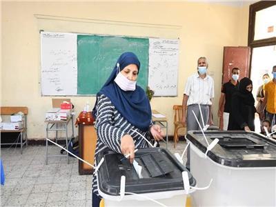توافد عدد من الناخبين بقنا على اللجان الانتخابية