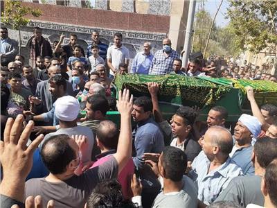 صورة من الجنازة الشعبية