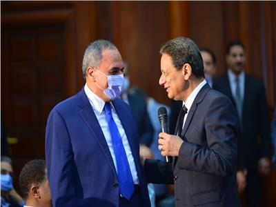 عبدالمحسن سلامة يتحدث إلى جبر خلال الاجتماع