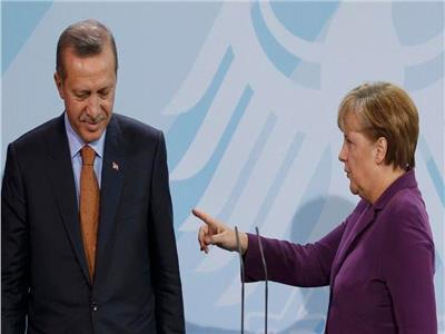 المستشارة الألمانية أنجيلا ميركل تحذر أردوغان