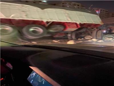 تصادم مروع بين سيارتين نقل في «شق الثعبان»
