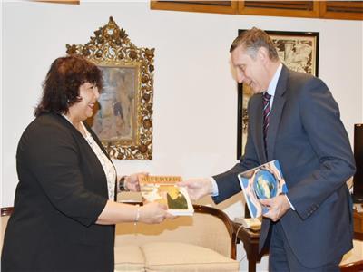 وزيرة الثقافة تستقبل سفير ألمانيا بالقاهرة