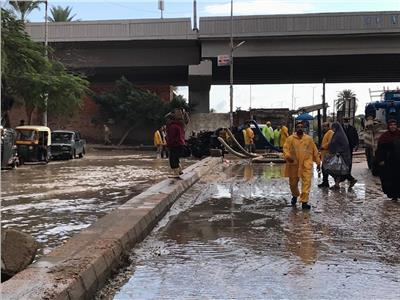 شفط تجمعات المياه من شوارع الإسكندرية