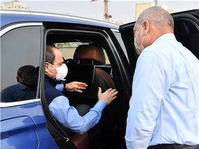 الرئيس السيسي يتفقد مشروعات الطرق
