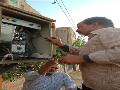 رفع القمامة وصيانة الكهرباء في حي ثالث الجمعة