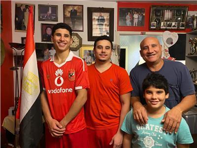 أسرة مصرية في فرنسا تتابع النهائي الأفريقي