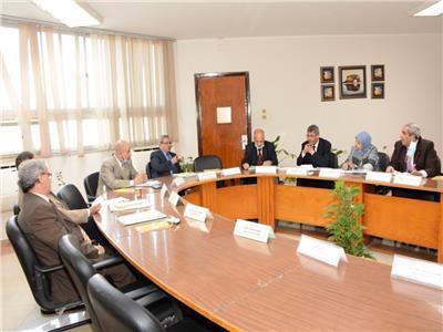 كلية التجارة بأسيوط تستقبل لجنة ممثلة عن المجلس الأعلى للجامعات