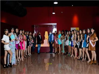 المشاركات بمسابقة ملكات جمال السياحة خلال زيارة متحف الغردقة