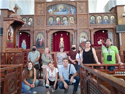 وفد سياحي صربي يزور المعالم الأثرية والسياحية بالأقصر وأسوان