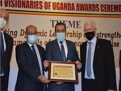 خلال تسلم شهادة أفضل شركة مقاولات في أوغند