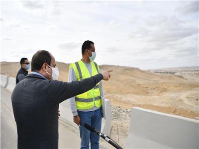 «السيسي» يتفقد مشروعات الشبكة القومية للطرق بالقاهرة والجيزة