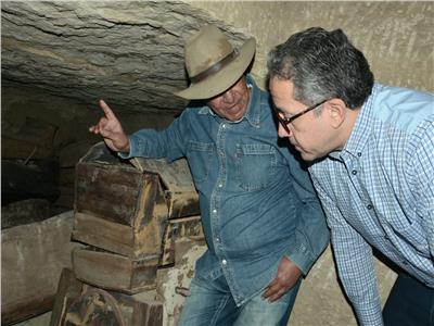 العناني وحواس ووزيري يتفقدوا كشف أثري كبير بجبانة سقارة الأثرية