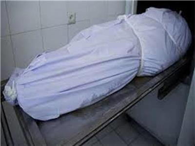 دفن جثه عامل لقي من صرعه في بالوعة صرف