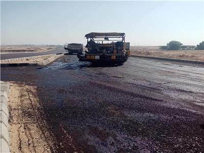 أعمال رصف الطريق الواصل بين الطريق الزراعي قنا الأقصر